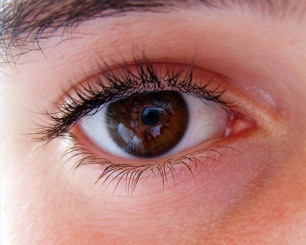 Laserowy zabieg przeciwjaskrowy dwóch oczu